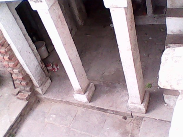 The Building Has Collapsed But Pillars Are Intact. Anyway, The Small Space You Notice Behind The Pillars Was Used By Us To Play Indoor Games In Childhood!