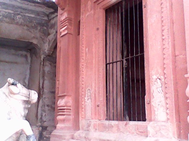 The Entrance Of The Lord Shiva Temple Found At This Ghat...A Temple That's Closely Associated With My Childhood...I Used To Sit Here For Hours Alone Or With Other Kids...