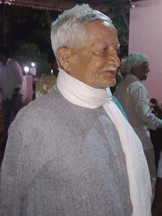 अदम गोंडवी: जो उलझ कर रह गयी है फाइलों के जाल में गाँव तक वह रौशनी आएगी कितने साल में