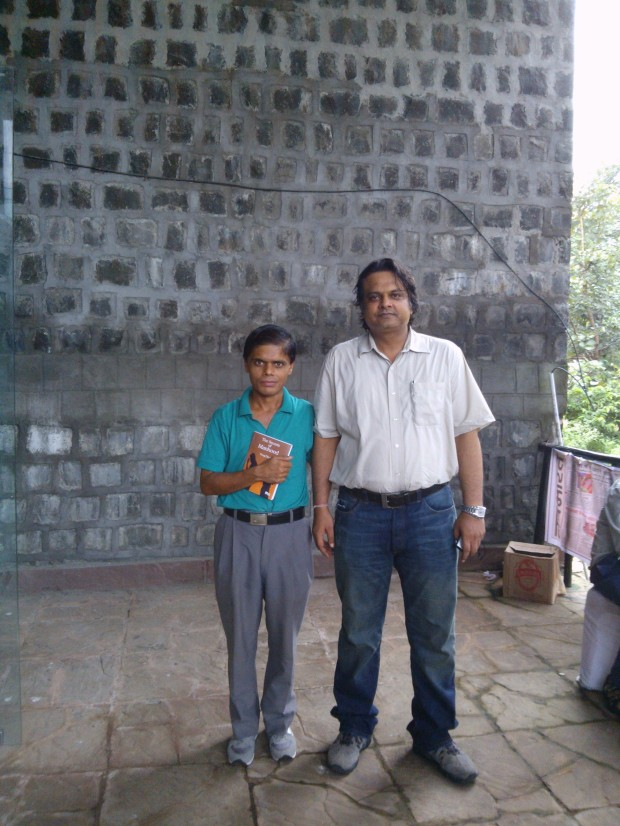 राजेश जी मिलना होगा सोचा ना था। बहुत पुराने साथी है मेरे।  खैर दिल्ली और इलाहाबाद के वकील मिले तो आपस में :-)