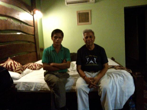 स्वर्णकार जी जो शायद विलासपुर से पधारे थें मेरे कमरे में ही रुके थे। अध्यात्म और अधिकारों का गठजोड़ बहुत हुआ फुरसत के क्षणों में इनके साथ