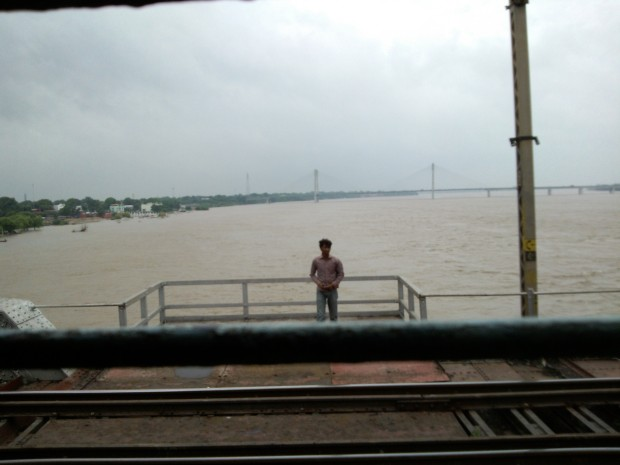 Hey Allahabad Arrived...Our Yamuna Bridge In Allahabad ..Jai Yamuna Maiyya Ki :-) :-) :-)