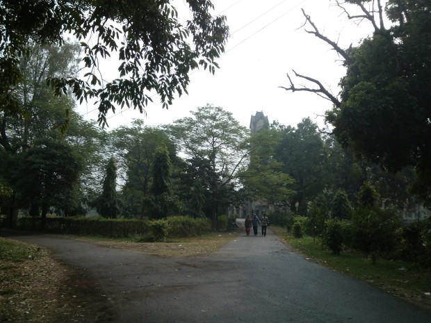 This park established in the memory of great revolutionary  Chandra Shekhar Azad is now favourite place for morning walkers living in the heart of city.. In the noon time, one notices  new- age romance :P Anyway, it's a great place for an outsider wishing some isolated hours!