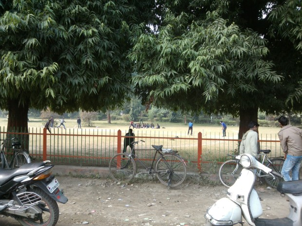 And those students who are not studying inside Company Park are seen ferociousely involved in Cricket match :P ..This is the biggest park of Allahabad.