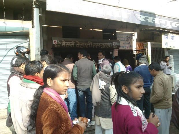 Have you tasted Dehati Rasgulla :P  If not, then it's time for you to taste them :P. My favourite shop lies in Bairahana area..During my college days, this was my favourite place for Rasgullas :P ...And notice the huge crowd :P