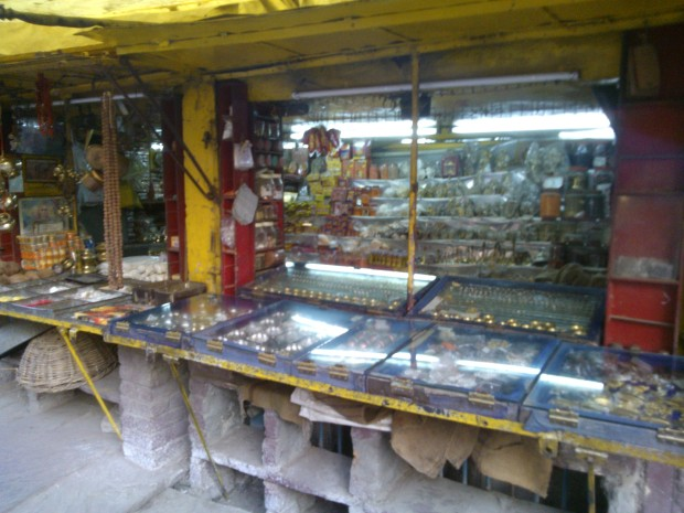 Just close to this temple one would find this beautiful shop selling decorative items made of brass and other metals!