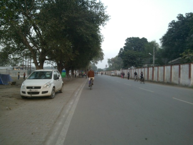 It's a beautiful affair to have a lonely walk on these roads in Sangam Area :-)