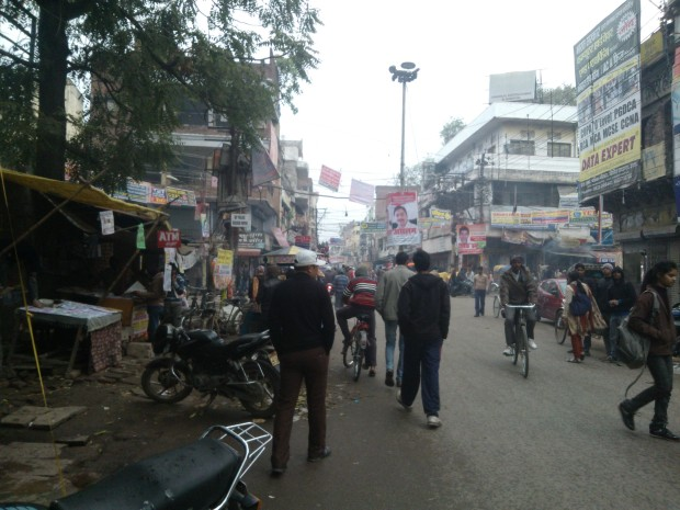 It was  cold and foggy when I came to visit Katra but observe the rush at this place.  On ordinary days, this popular crossing at Katra is so full of  people that traffic policemen are reduced to caricature of sorts while managing them!