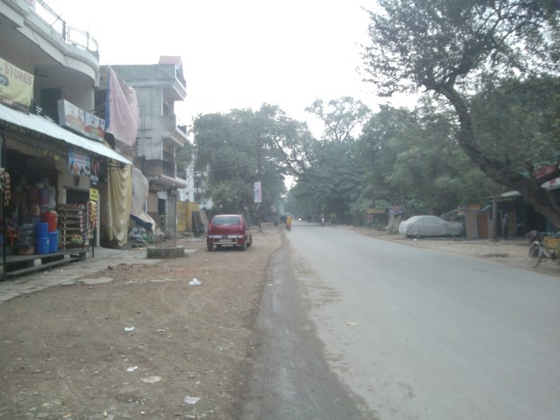 Lonely Road in Allahabad :P