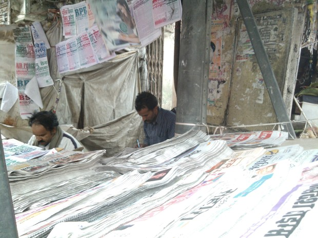 This is Baldau's famous newspaper corner at very busy crossing of Johnstonganj :-) These two brothers  started this shop in late 90s and even in era of Internet they have done well to retain the flow of customers!