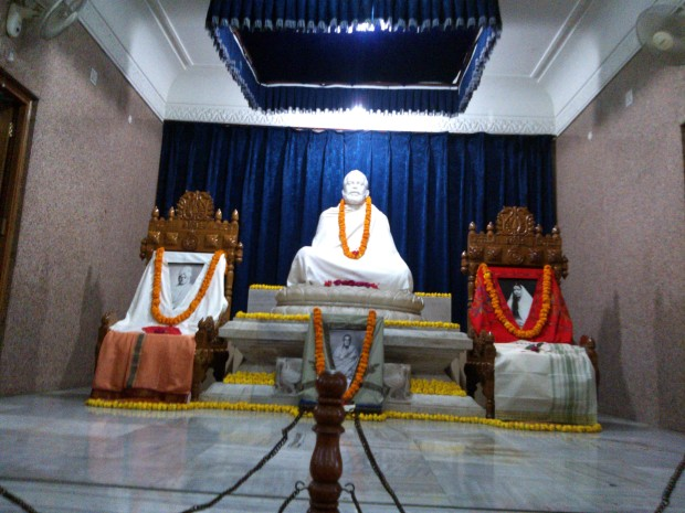 Meditation room inside this Mission having images of Sri Ramakrishna, Ma Sharda Deviji, Swami Vijnanananda ji  and Swami Vivekananda ji!