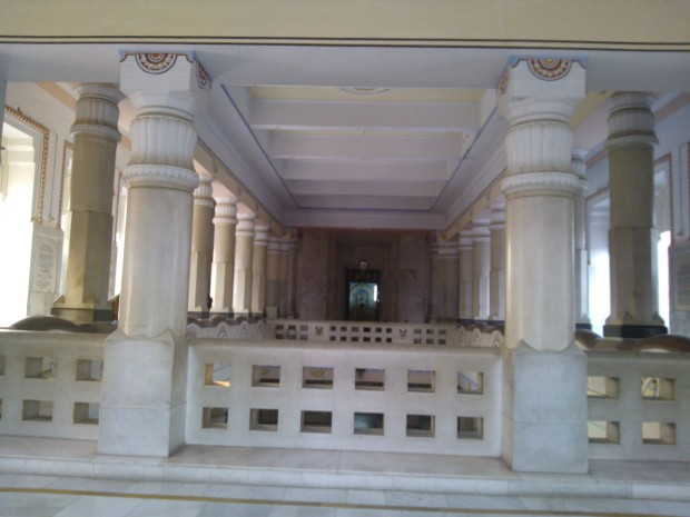 It's A Two Storey Temple :-)