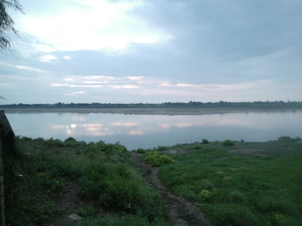 Ganges Inside The  Chunar Town...