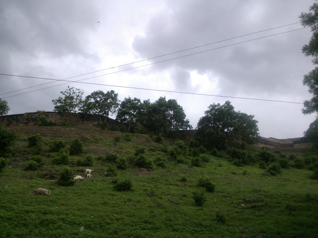 Chunar Fort Looks More  Ancient In Monsoon Period!