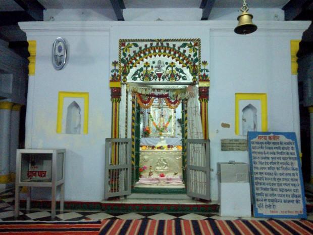 Inside The Kabir Temple Built By The Hindus!