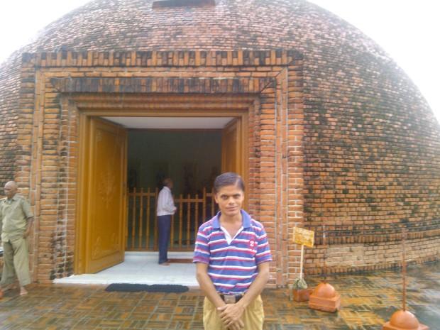 Standing Before Japan- Sri Lankan Temple :-)