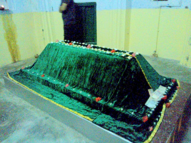 Tomb Of Kabir Ji  Placed Inside This Structure! It was relatively more peaceful site than temple where one could trace many visitors!