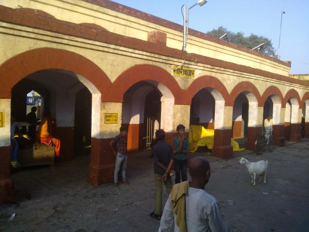Beaty of small Indian railway stations always fascinate me :-) Such a cute name: Kusumhi :P :P